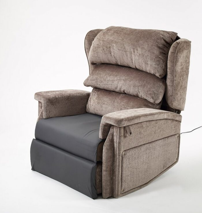 Bariatric tilt in space recliner chair
