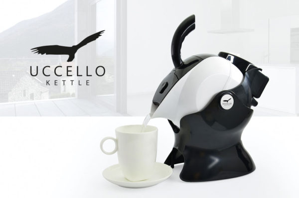Ucello tilt and pour kettle in black and white