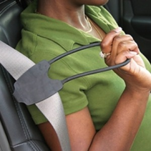 Easy reacher attached to selt belt to assist in reaching seatbelt